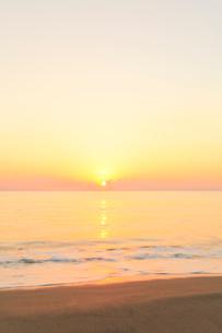 朝日と海の写真素材 [FYI03364757]
