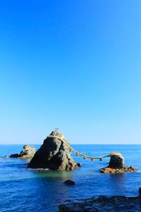 伊勢二見浦,夫婦岩の写真素材 [FYI03364763]