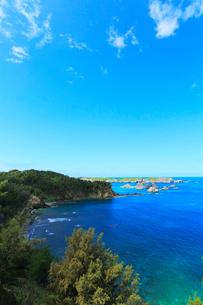 小笠原諸島父島・南島と北丸島などの小島を望むの写真素材 [FYI03364811]
