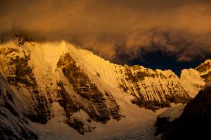 ワイワッシュ山群のヒリシャンカ峰の氷壁の写真素材 [FYI03365081]