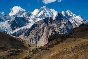 ペルー第二の高峰:ワイワッシュ山群のイェルパハ峰の写真素材 [FYI03365087]