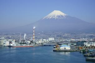 田子の浦からの富士山の写真素材 [FYI03365101]