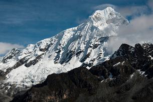アンデス山脈のブランカ山群:チョピカルキ峰の写真素材 [FYI03365138]
