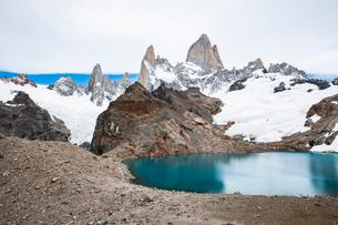 パタゴニアの名峰フィッツロイとトレス湖の写真素材 [FYI03365190]