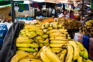 アンデスの市場のバナナの写真素材 [FYI03365211]