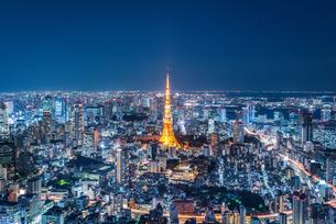 東京タワーと都心の夜景の写真素材 [FYI03365277]