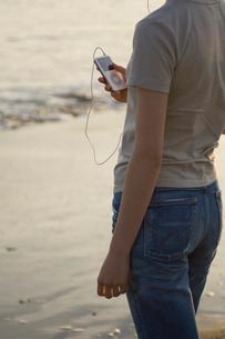 MP3プレーヤーと女性の写真素材 [FYI03365857]