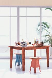 調理台の食材とキッチンツールの写真素材 [FYI03368232]