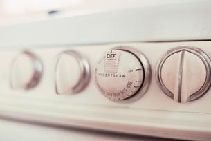 ガス台のスイッチの写真素材 [FYI03368378]