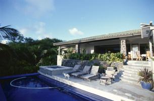 プールのある家の写真素材 [FYI03368479]