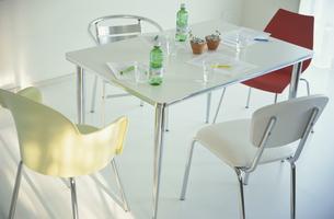 テーブルとイスの写真素材 [FYI03368970]