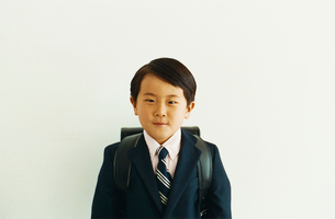 ランドセルを背負った男の子の写真素材 [FYI03369212]