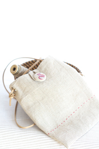 手作りのカバンと糸の写真素材 [FYI03369292]