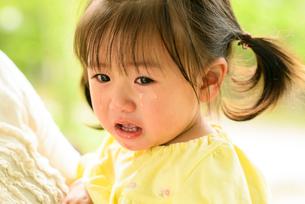 泣き顔の子どもの写真素材 [FYI03369959]
