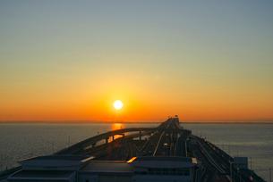 海ほたるより朝日の写真素材 [FYI03370009]