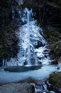 氷結した払沢の滝の写真素材 [FYI03370112]