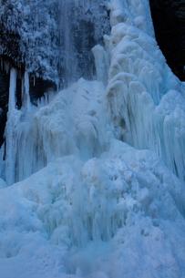 氷結した清滝の写真素材 [FYI03370116]
