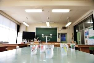 小学校の理科室の写真素材 [FYI03370183]