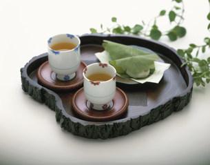 日本茶と柏餅の写真素材 [FYI03370522]