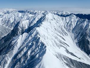 厳冬の西穂高稜線と槍 穂高連峰の写真素材 [FYI03372099]