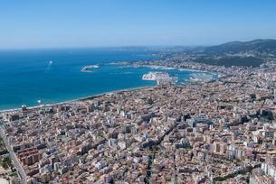 上空からのパルマ・デ・マヨルカ(マジョルカ)の街の風景の写真素材 [FYI03372131]
