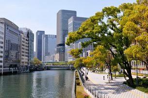 大阪 土佐堀川の街並み風景の写真素材 [FYI03372486]