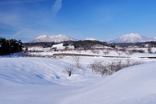 北信濃の雪山の写真素材 [FYI03372989]