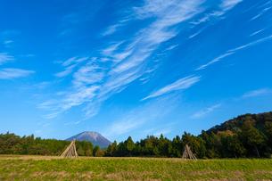 伯耆大山とスジ雲の写真素材 [FYI03374722]