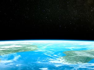 星が瞬く衛星軌道から眺めるアフリカ大陸とマダカスカル島のイラスト素材 [FYI03375043]