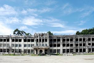 全焼した門脇小学校全景の写真素材 [FYI03375077]