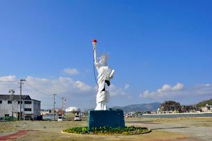 更地に立つ自由の女神の写真素材 [FYI03375117]