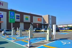 イオンタウン リモコン式ハートゲート身障者用駐車場の写真素材 [FYI03375346]