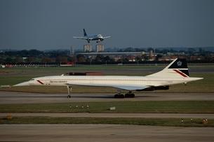 ヒースロー空港とコンコルド イギリスの写真素材 [FYI03375357]