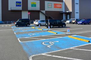 イオンタウン 身障者専用駐車場の写真素材 [FYI03375358]