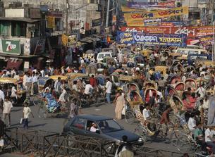 エレファントロード渋滞 ダッカ バングラデシュの写真素材 [FYI03375404]