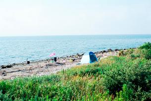蒲郡海岸の釣り人のテントの写真素材 [FYI03375407]
