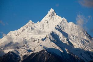飛来寺より望む梅里雪山のメツモ峰の写真素材 [FYI03375484]