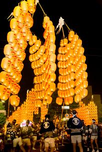 秋田竿燈祭りの写真素材 [FYI03375575]