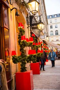 パリヴィラージュ・ロワイヤルのクリスマスイルミネーションの写真素材 [FYI03375624]