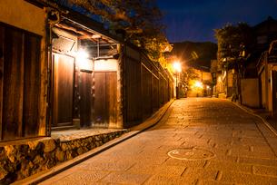夕暮れの八坂道の写真素材 [FYI03375651]