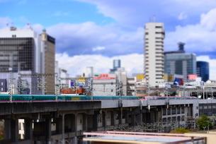 東北新幹線と仙台の街並みの写真素材 [FYI03375718]