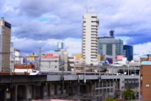 秋田新幹線と仙台の街並みの写真素材 [FYI03375719]