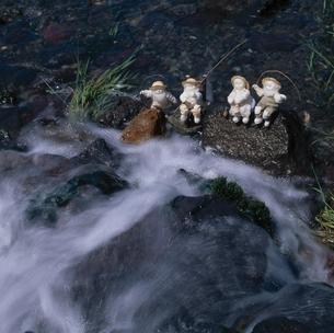 清流と丘の妖精人形 フォトイラスト 旭川郊外 美瑛 北海道の写真素材 [FYI03376135]