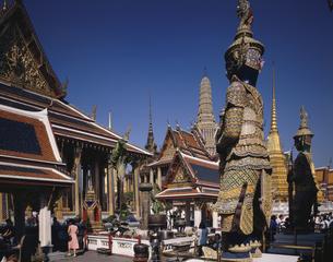 エメラルド寺院(ワットプラオ)内部にて バンコク タイの写真素材 [FYI03376171]