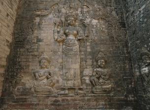 プラサートクラヴィアンのラクシュミのレリーフ カンボジアの写真素材 [FYI03376215]