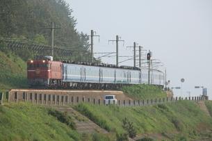 津軽線を走行する夜行列車の写真素材 [FYI03376262]