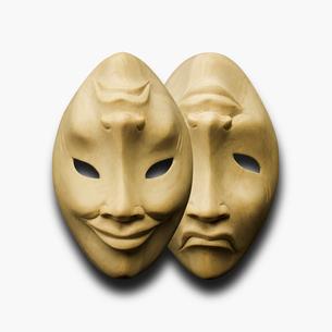 木彫りの仮面の写真素材 [FYI03376634]