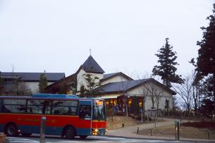 六甲ガーデンテラスと六甲山上循環バスの写真素材 [FYI03376693]