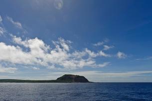 小笠原諸島 西側から見た硫黄島擂鉢山の写真素材 [FYI03376809]