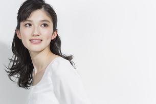 日本人女性のビューティーイメージの写真素材 [FYI03376849]